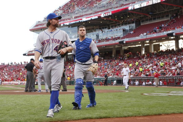 R+Dickey+Josh+Thole+New+York+Mets+v+Cincinnati+3RYScFZb3bGl