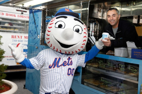 Mr+Met+Citi+Offers+Sweet+Treats+New+Yorkers+7w03Yql3ccel